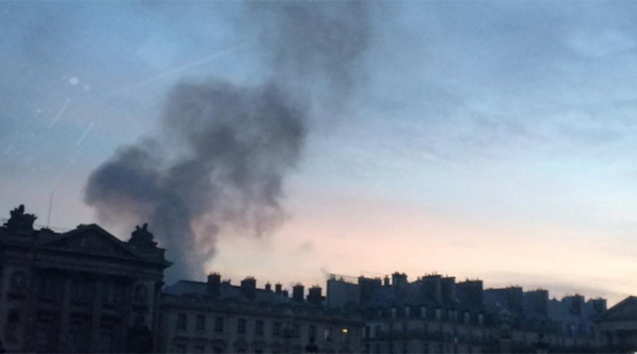 Huge Fire At Paris' Famed Paris Ritz Hotel