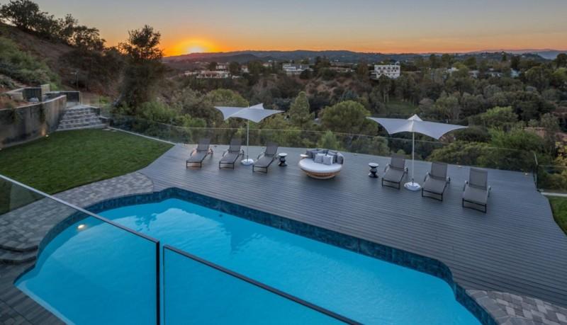 John_Legend_Chrissy_Teigen_Beverly_Hills_home_6