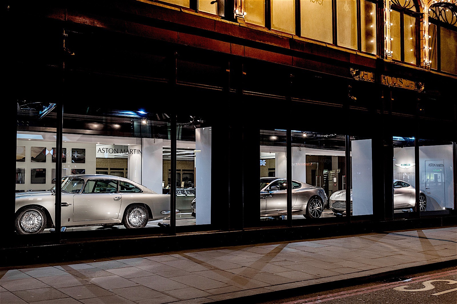 aston-martin-opens-mini-dealership-in-harrods-photo-gallery_3