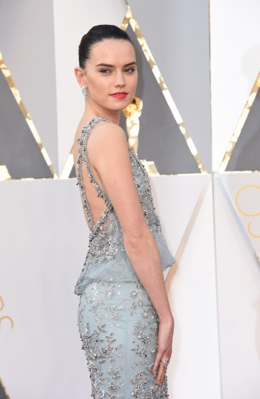 oscars2016_red_Carpet_DaisyRidley