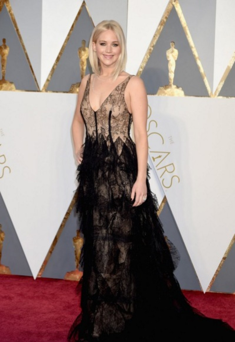oscars2016_red_Carpet_jennifer_lawrence