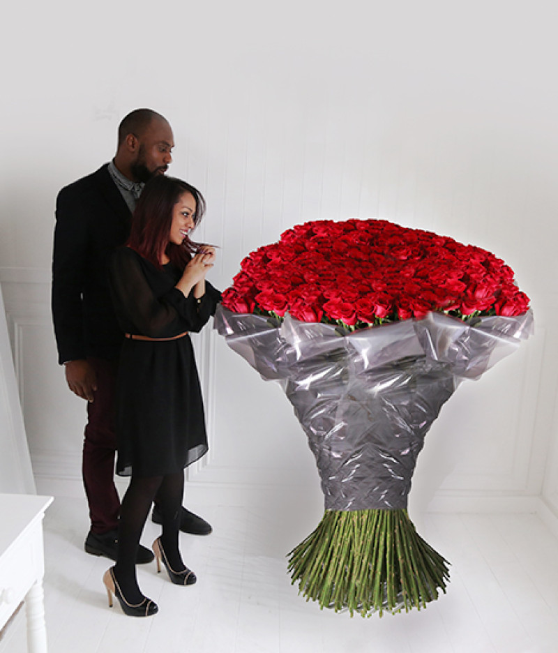 Celebrate valentine 39 s day with the world 39 s most expensive for Biggest bouquet of flowers