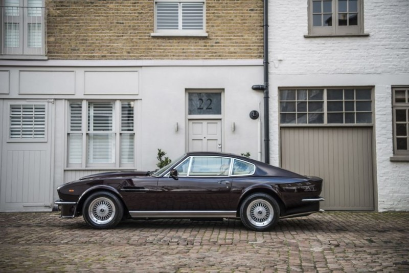 Elton Johns Aston Martin V Vantage Saloon Is Up For Sale Pursuitist - Aston martin v8 for sale