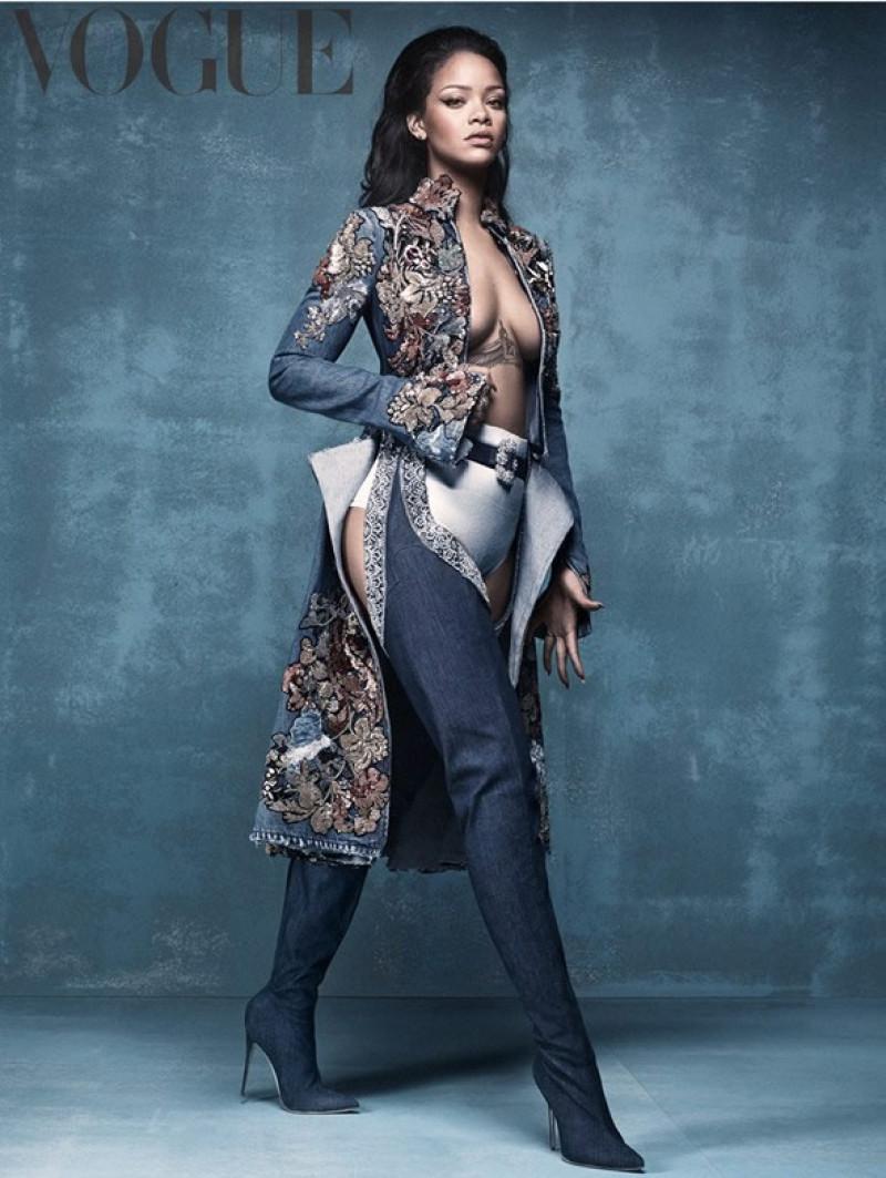 Rihanna-Manolo-boots-