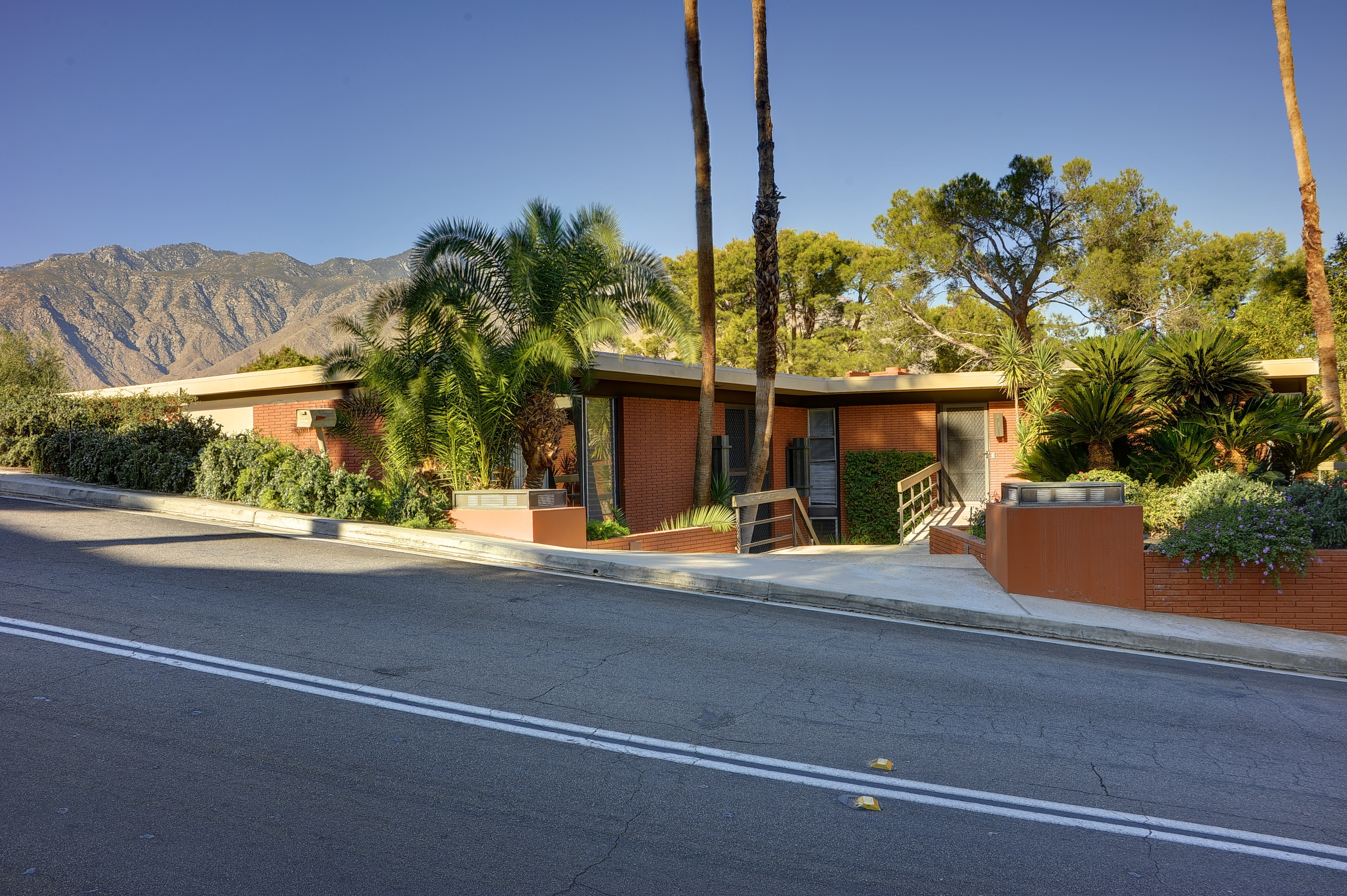 Steve mcqueen 39 s former palm springs estate is up for 4 6 for Property in palm springs