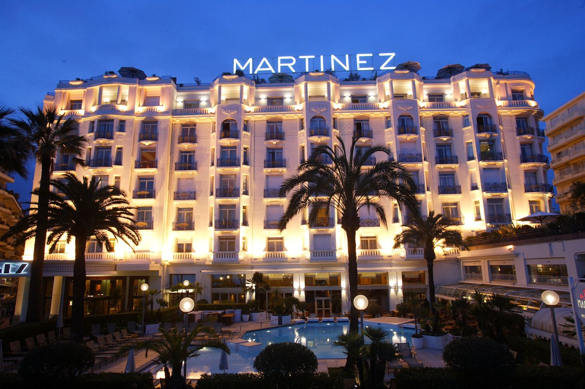 Review pursuitist visits grand hyatt cannes hotel for Hotel luxe france