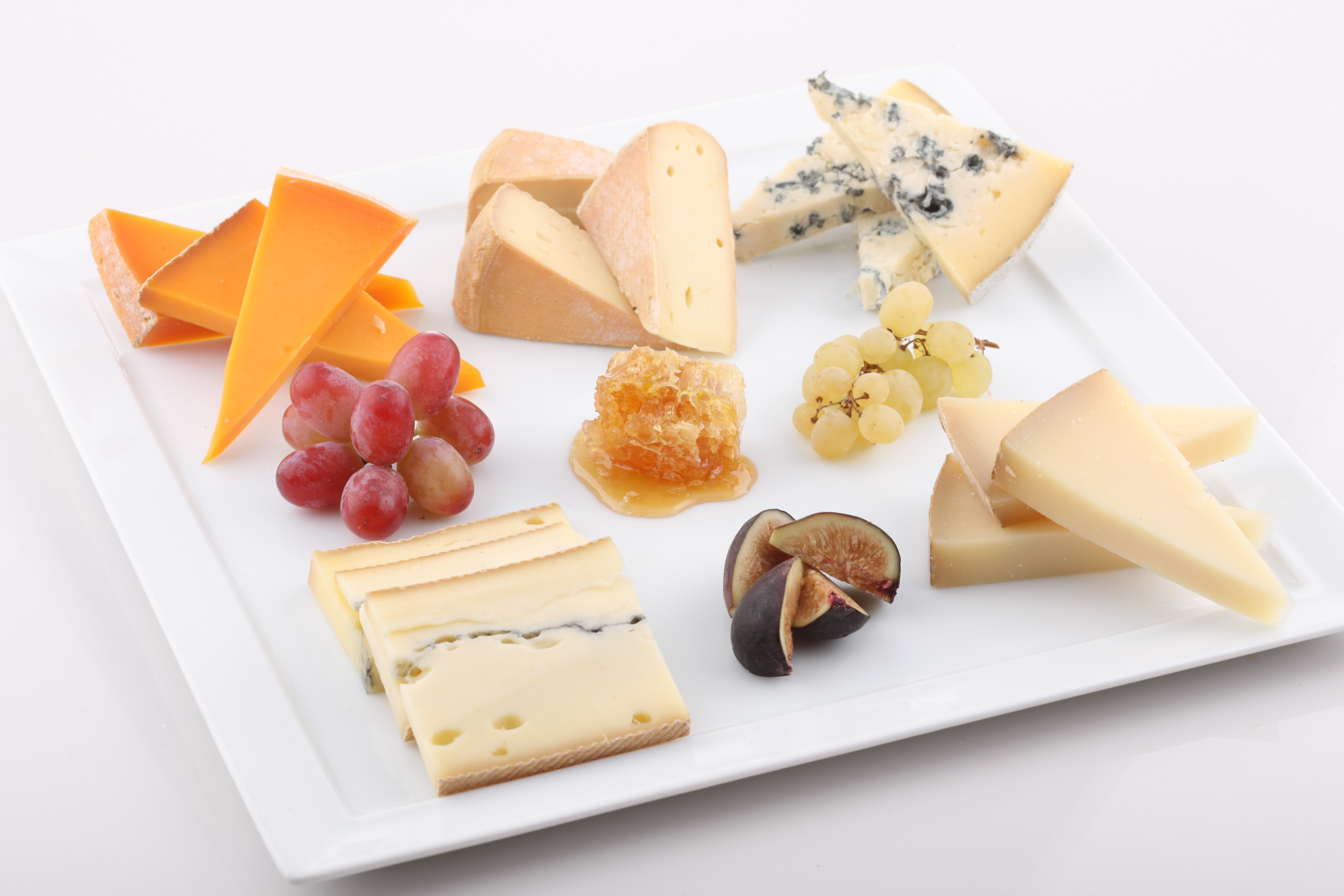 How to Assemble a Gorgeous and Delicious Cheese Platter