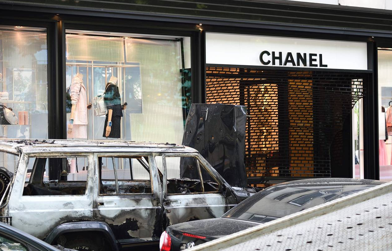 The Great Chanel Handbag Robbery In Paris