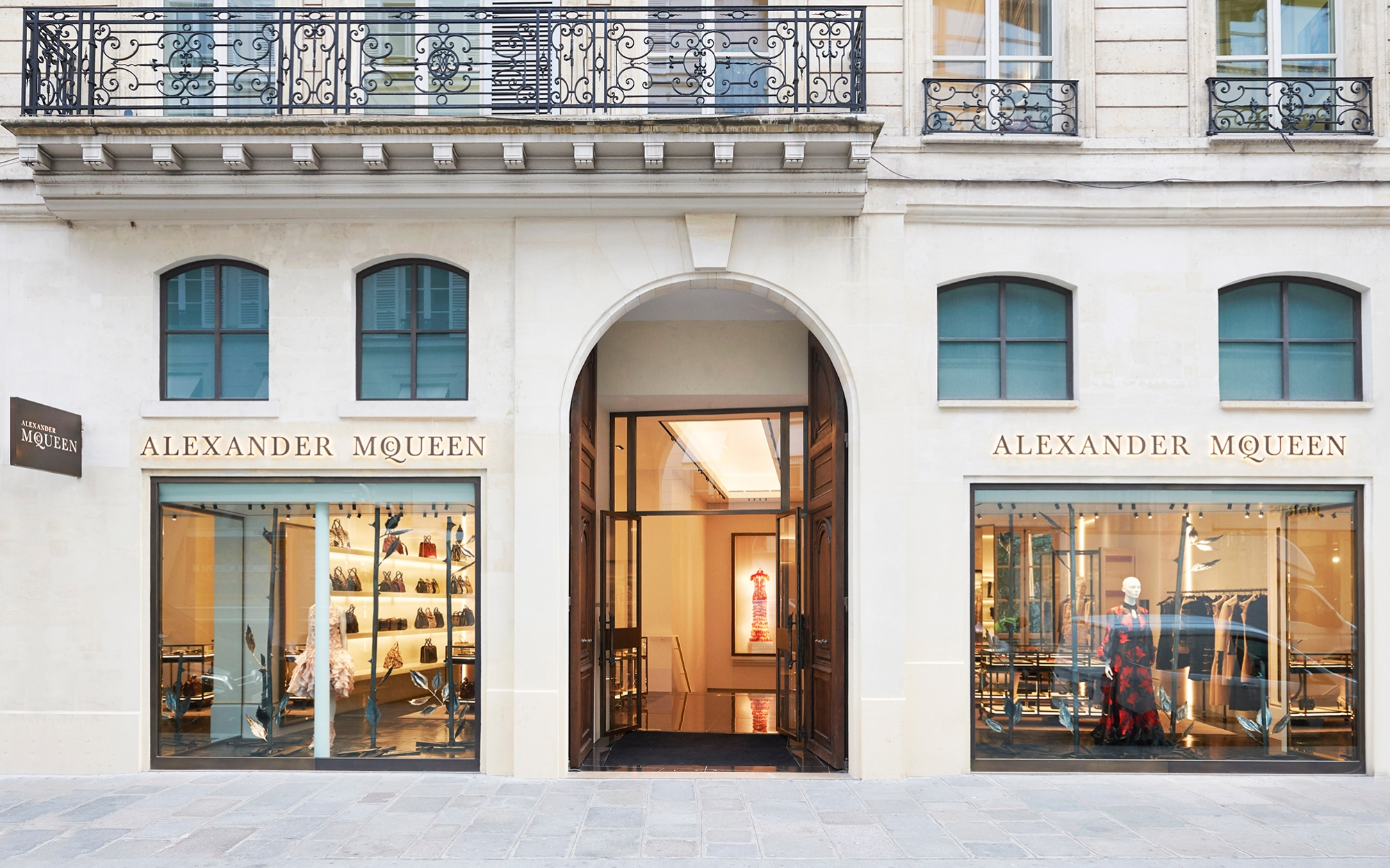 Alexander mcqueen 39 s paris boutique wins design award pursuitist - Boutique michelin paris ...