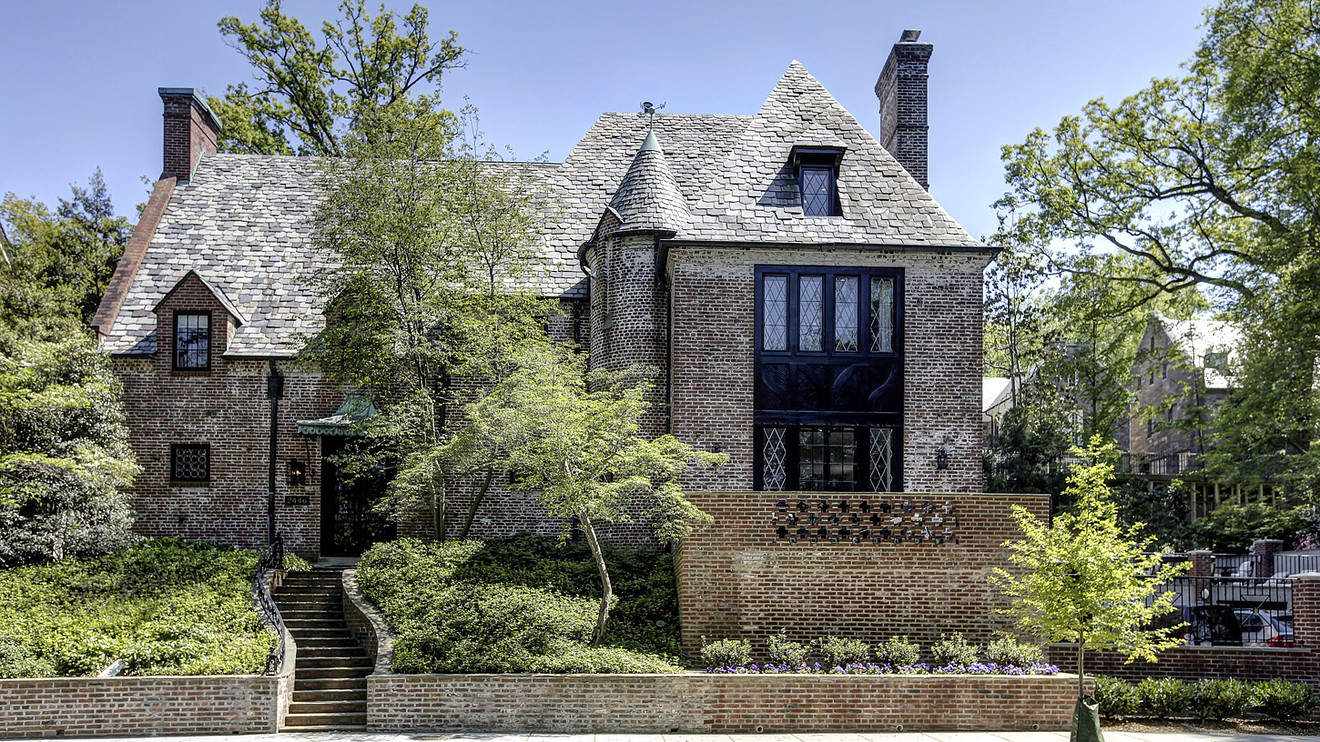 Obamas Moving into 1920s Mansion in DC's Kalorama Neighborhood