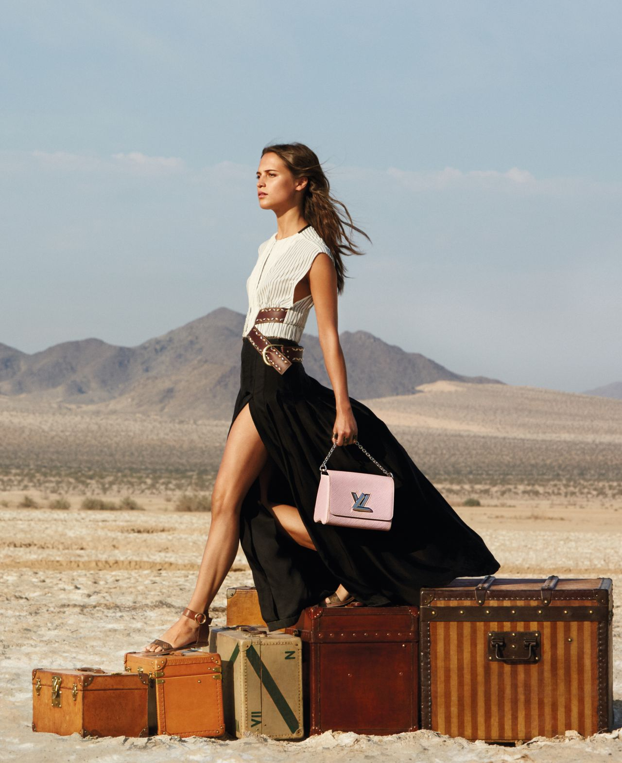 alicia-vikander-louis-vuitton-spirit-of-travel-campaign-autumn-winter-2015_4