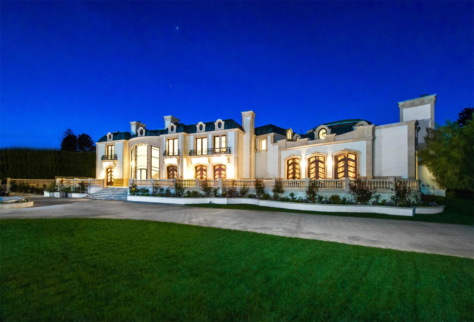 beverly hills houses this 72 million beverly mansion includes a garage 11385