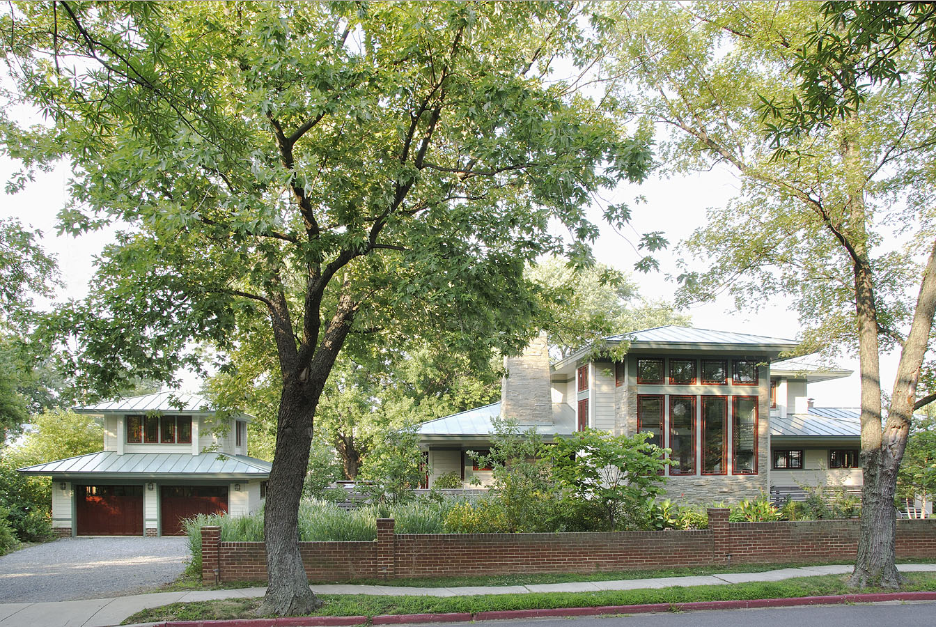 Frank Lloyd Wright-Inspired Prairie House in Annapolis