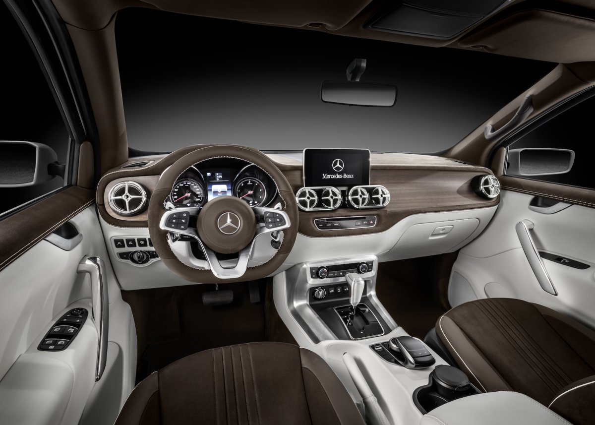 inside-the-stylish-explorer-is-tasteful-and-understated-while-maintaining-the-luxurious-feel-expected-of-a-mercedes-benz-product-the-interior-features-open-pore-smoked-oak-with-aluminum-accents