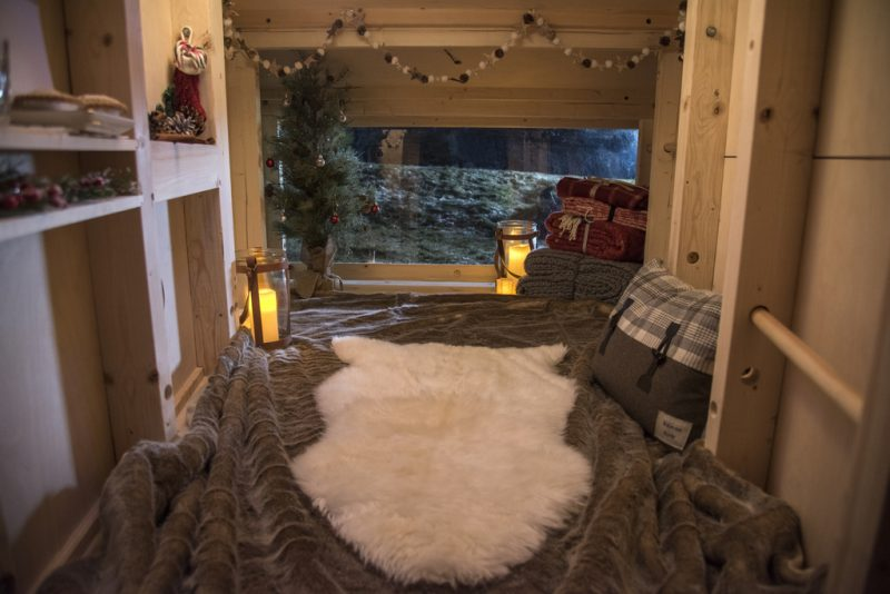 landrover_christmas_cabin_discovery_sport_1