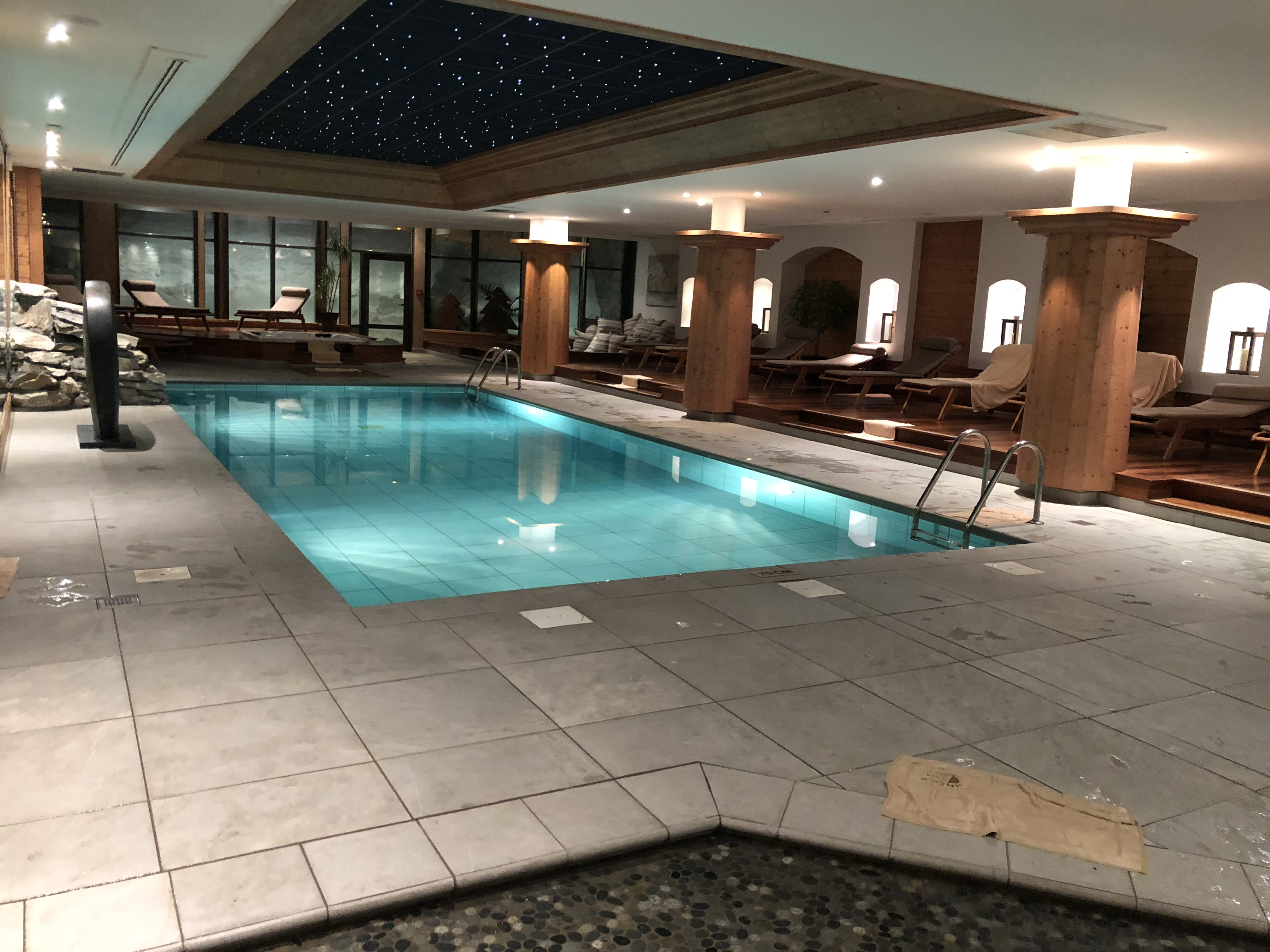 The indoor swimming pool at Les Barmes de l'Ours hotel.