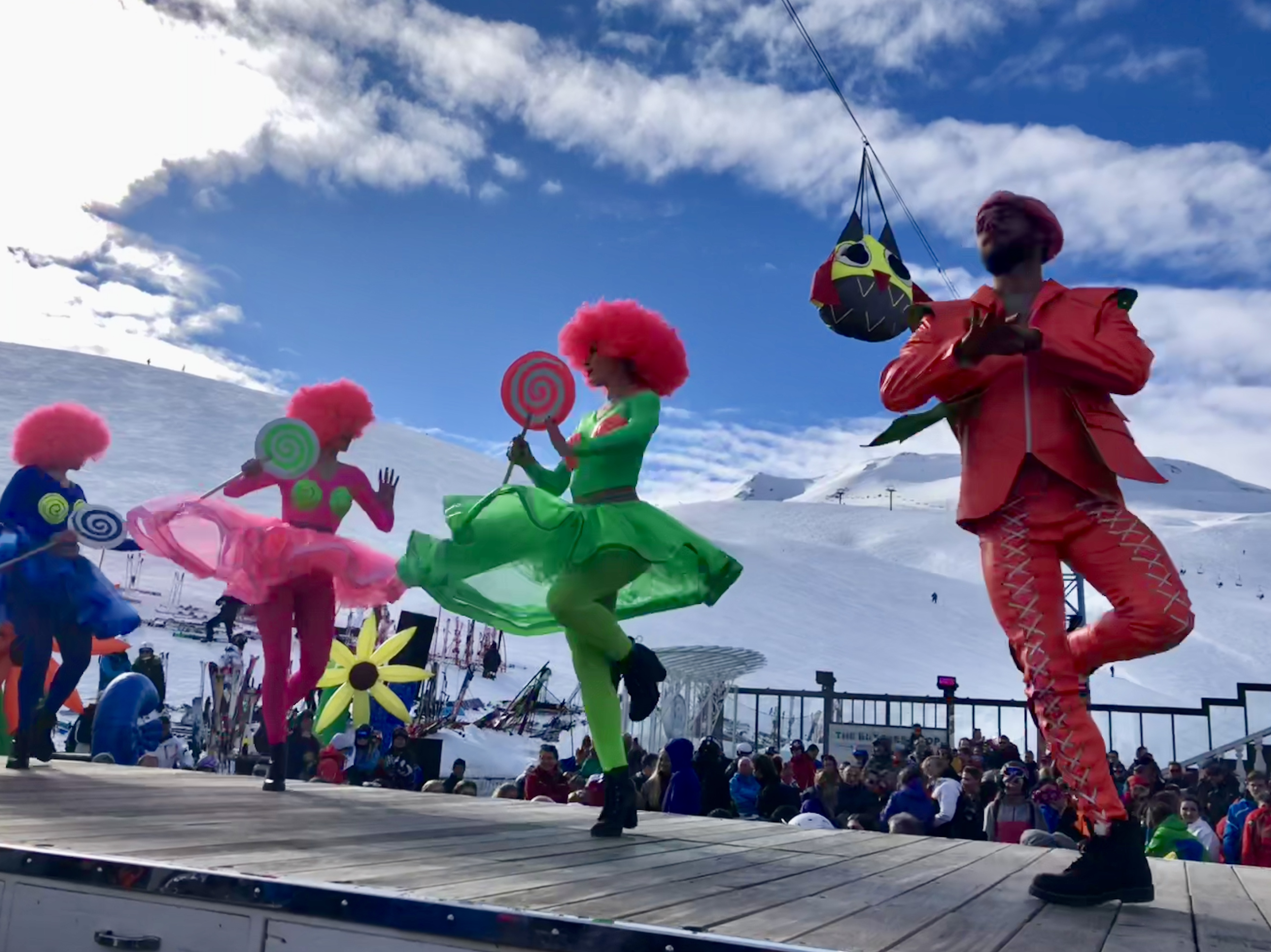 Après ski starts on the mountain at lunchtime at the world-renowned La Folie Douce, a restaurant, bar and cabaret.